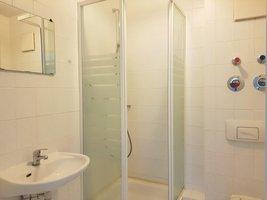 inliegendes Bad mit Dusche