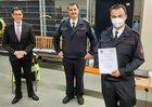 v.l.: Bürgermeister Max Leitterstorf, Leiter der Feuerwehr Herbert Maur, der neue stv. Einheitsführer aus Menden André Fey