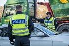 Bundespolizisten stoppen drei kosovarische Migranten bei der Einreisekontrolle