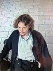 Die Münchner Bundespolizei fahndet zusammen mit der Landespolizei nach dem abgebildeten Mann, der im Hauptbahnhof eine Unbekannte schlug und einen 56-Jährigen mit einem messerähnlichem Gegenstand attackierte.