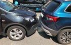 Zwei der ineinandergeschobenen Pkw. Bild: Polizei Olpe