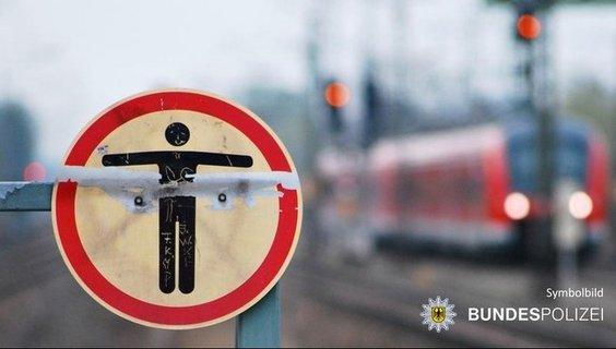 Schild_Bahnsteigende_2.jpg