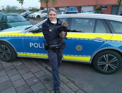 PolizeibeamtinmitFuchs.jpg