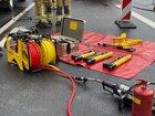 © Feuerwehr Dresden Symbolbild Hydraulische Rettungsgeräte liegen an einer Einsatzstelle bereit.
