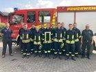Lehrgangsteilnehmer zusammen mit Ausbilder Felix Wurm und Leiter der Feuerwehr Klaus Happe