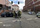 Der BMW wollte nach links abbiegen, der Unfallverursacher kam von links und wollte geradeaus fahren.