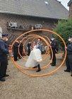 Das Brautpaar im Schlauchbogen