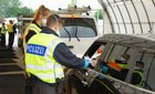 Bei Grenzkontrollen hat die Rosenheimer Bundespolizei einen Taxifahrer festgenommen. Der Kroate wird beschuldigt, mit seinem Taxi vier Iraker ohne Einreisepapiere befördert zu haben.