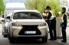 Bei Grenzkontrollen hat die Rosenheimer Bundespolizei zwei mutmaßliche Schleuser festgenommen. Sie versuchten unabhängig voneinander, mehrere Landsleute illegal in die Bundesrepublik zu bringen.