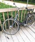 Bei dem Fahrrad handelt es sich um ein Gazelle-Damenrad.