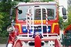 © Feuerwehr Dresden  Symbolbild: Eine fahrbare Schlauchhaspel steht vor einem Löschfahrzeug.