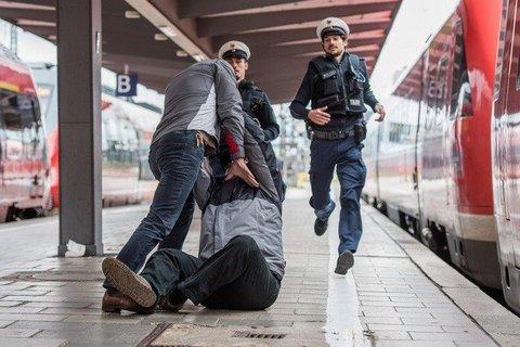 Gewalt-am-Bahnsteig.jpg