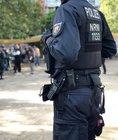 Foto: Polizei Münster (Das Foto zeigt die Razzia am Bremer Platz) Veröffentlichung mit dieser Pressemitteilung honorarfrei.
