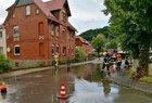 Im Bereich Adenauerstraße, Ecke Kuhlbornstraße wurde die Fahrbahn überflutet.