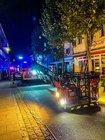 MIt der Drehleiter wurden am Samstagmorgen 14 Menschen aus dem brennenden Haus gerettet Foto: Feuerwehr Grevenbroich