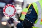 Die Rosenheimer Bundespolizei hat bei Grenzkontrollen zwischen Kufstein und Kiefersfelden mehrere Männer gestoppt, die mit Haftbefehlen gesucht wurden.