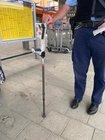 Mit dieser Krücke beschädigte der 59-Jährige das Fahrrad.