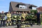 Die Teilnehmer des Atemschutzlehrgang mit dem Leiter der Feuerwehr Gangelt, Günter Paulzen (rechts) und Lehrgangsleiter Tim Breickmann (links) Foto: Oliver Thelen