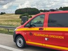 © Feuerwehr Dresden  Der Kommandowagen der Feuer- und Rettungswache Übigau steht an der Einsatzstelle.