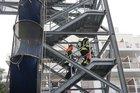 Bild eines Trupps, welcher den Treppenturm erklimmt.  Foto: Gemeindepressesprecher
