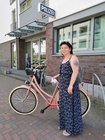Glückliche Eigentümerin: Tanja Schocke holt ihr Fahrrad an der Polizeiwache Dinslaken ab.