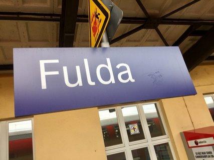 Fulda_Bahnhofsschild.jpg