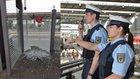 Rund 1.000 Euro Sachschaden verursachte ein 45-Jähriger, der im Bahnhof Pasing die Wetterschutzverkleidung eines Wartehäuschen einschlug.