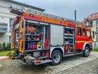 © Feuerwehr Dresden Ein Löschfahrzeug steht vor dem Einsatzobjekt.