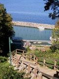 thumbnail - Der kleine Hafen von Lohme liegt malerisch an der Steilküste.