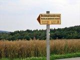 thumbnail - Hinweisschild für ein  Denkmal mit Stationsnummer