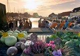 thumbnail - Der Hafen von Glückstadt mit buten Gemüsestand