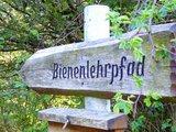 thumbnail - Wegweiser Bienenlehrpfad