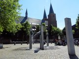 thumbnail - Die Stiftskirche mit Narrenbrunnen