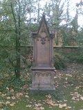 thumbnail - Altes Grab an der Friedhofskapelle.
