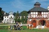 thumbnail - Radurlauber rasten am Gutshaus Blücherhof