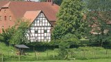 thumbnail - Altes Fachwerkhaus am Wegesrand