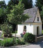 thumbnail - Brunnen und Kapelle