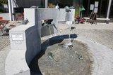 thumbnail - Der Brunnen am Dorfplatz in Bayerbach