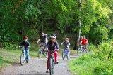 thumbnail - Familie auf dem Sagenweg Pöllwitzer Wald