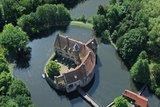 thumbnail - Die Burg Vischering aus der Luft.