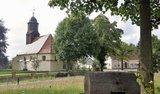 thumbnail - Ankunft im Ort Dobra mit Blick auf die Kirche, oberhalb dieser ist eine idyllisch gelegene Rastmöglichkeit.