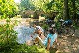 thumbnail - Radfahrer an der Nister in der Nähe des Klosters Marienstatt