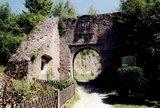 thumbnail - Burg Streitberg, Toranlage aus dem 16. Jahrhundert.