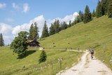 thumbnail - Mountainbiker auf dem Weg zur Bärenmoosalpe