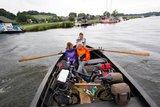 thumbnail - Die Ruderbootfähre bringt uns von Moritzdorf zum Baaber Bollwerk