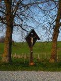 thumbnail - Wegkreuz auf dem freien Feld südöstlich von Iffeldorf.