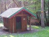 thumbnail - Kapelle beim Müllerbrünnel. Im Hintergrund die Quelle, der heilende Wirkung zugesprochen wird.