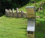 thumbnail - Nachbau einer keltischen Mauer und Hörpunkt bei der Befreiungshalle in Kelheim