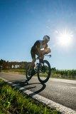 thumbnail - Rennradfahrer auf Straße