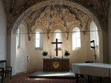 thumbnail - Altar der Kirche Zarpen unter frühgotischer Malerei